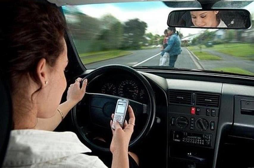 Multa por falar ao celular